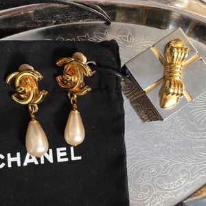 Chanel Authentic Vintage Pearl Drop Clip Earrings