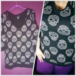 🔴Last Price Drop! Starry Skull V-neck - Plus Size