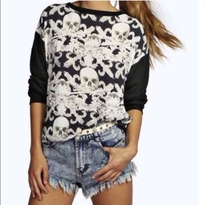 💢LAST ONE💢 Large skull printed lightweight top