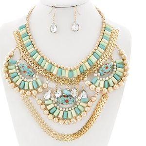 Gorgeous Mint acrylic & Glass Crystal necklace set