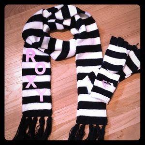 Roxy Accessories - Roxy Black & White scarf w/ gloves