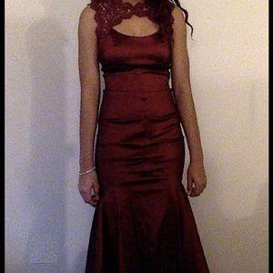 Dresses & Skirts - Red prom dress