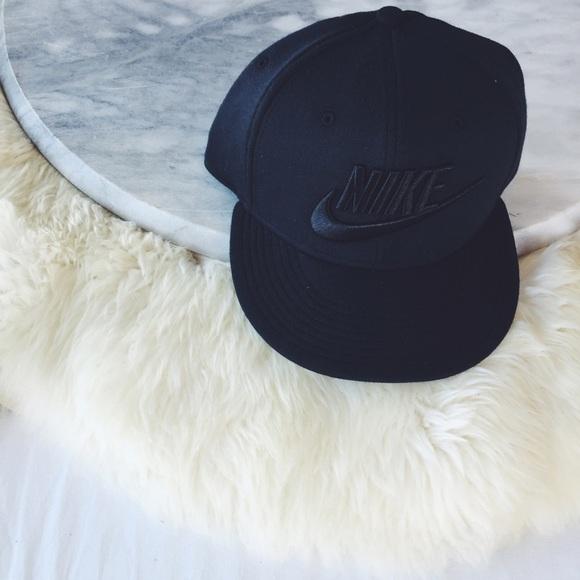 5047daab972f2 Nike Tech Fleece Snapback Hat