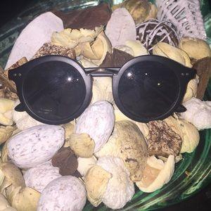 Round frame black sunglasses