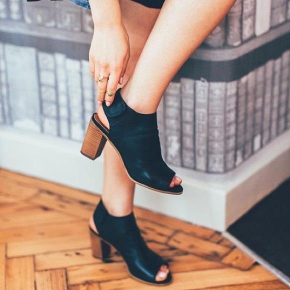 40ebad79d1c Steve madden Black Mule heels. Peep toe booties. M 56e76886b4188ee416003131