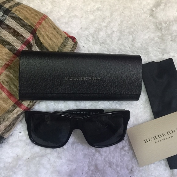 f8c75e1aaa Burberry Accessories - 💖 AUTH BURBERRY MENS SUNGLASSES 💖