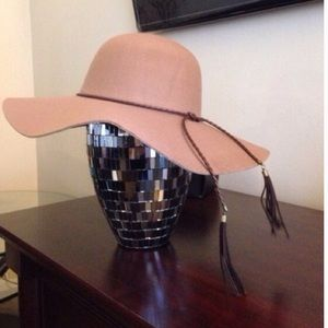 Accessories - Brown floppy hat