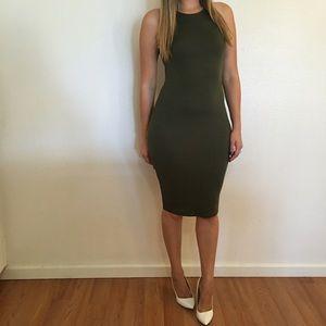 Dresses & Skirts - Olive Sleeveless Midi Dress
