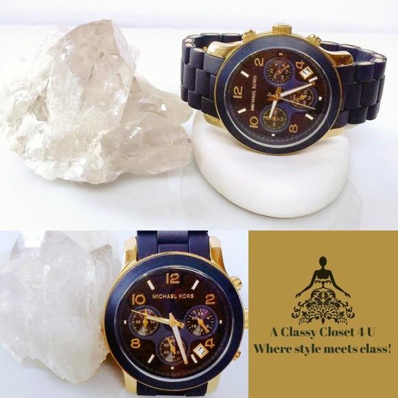 ae7292c39fe9 MICHAEL KORS Runway Navy Silicone Watch. M 56e87a61bf6df59b2601f2fb