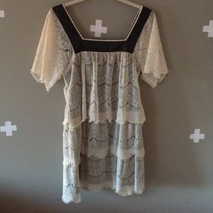 LACE TIERED GATSBY DRESS