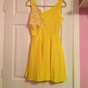 Dresses & Skirts - Yellow sundress