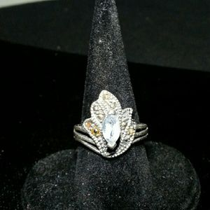 Jewelry - Silver Antique ring w/ center stone