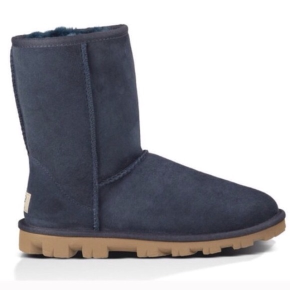 337ac276eb4 UGG essential boots with extra traction outsole 9 NWT