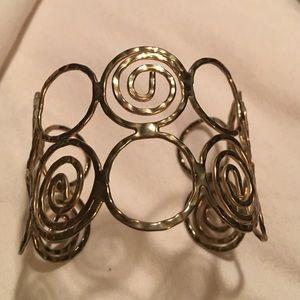 Jewelry - Beautiful gold like scroll bracelet
