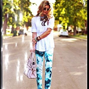 Hudson Jeans Denim - 🎉HP🎉NWOT Blue and white tie-dye Hudson jeans.