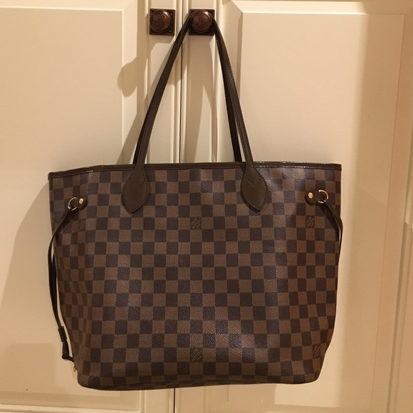 8f05701172cee Louis Vuitton Handbags - Louie Vuitton Neverfull Damier