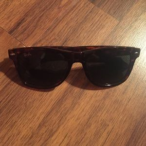 NWOT Ray ban classic sunglasses (bigger ones)