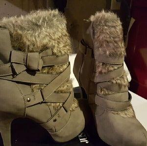 Furry boots never been worn
