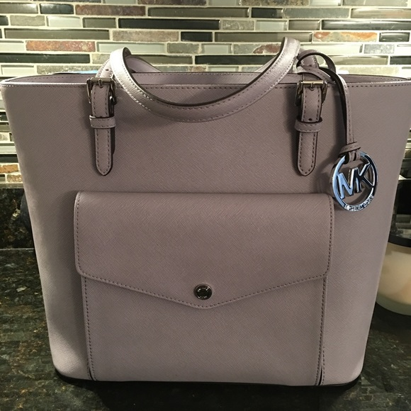 82e2e9afc2c6 REDUCED ❗️Michael Kors Lilac JET SET Pocket Tote.  M 56eaa236291a35f60700048d. Other Bags you may like