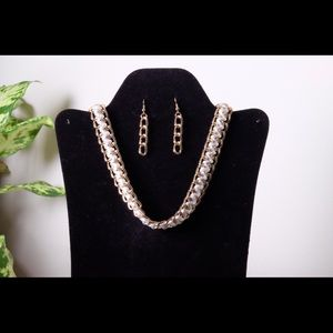 White and gold necklace set