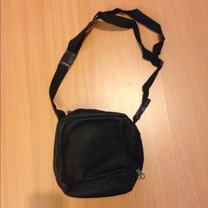 Accessories - Faux leather fanny pack NEW