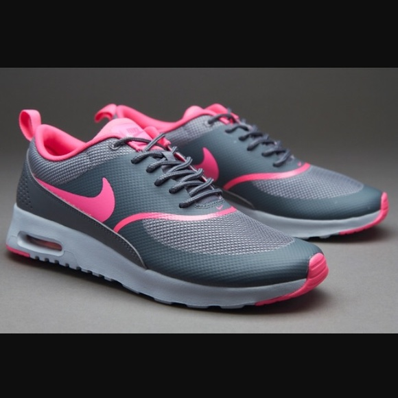 reputable site 40348 1b6c9 Nike Air Max Thea, Cool Grey   Pink Sneaker. M 56eb1a022de512973c0154ab
