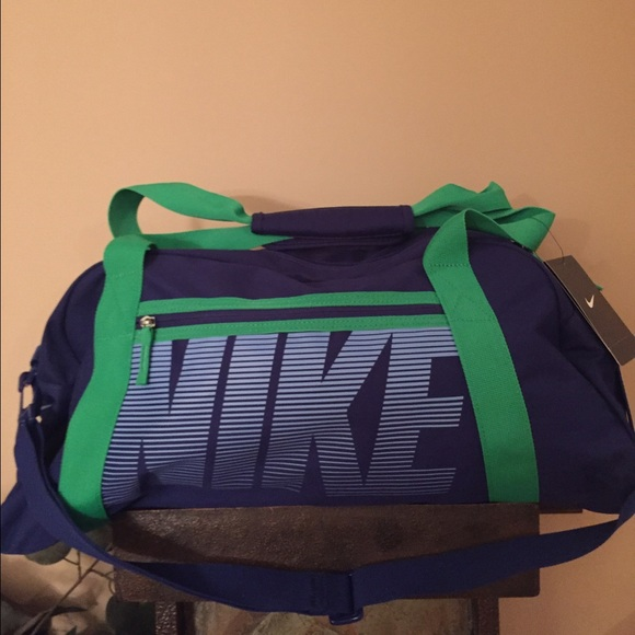 36e30f8ef4 NWT s Nike duffle bag with shoulder strap. NWT