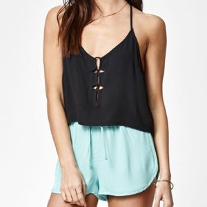 Kendall & Kylie Tops - KENDALL & KYLIE LOOP FRONT STRAPPY CROP TOP NWT L