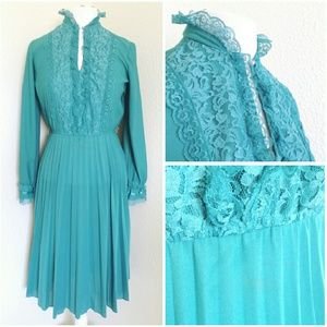 *vintage* lace pleated dress