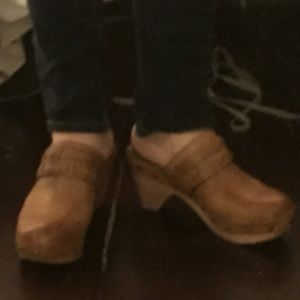 Lucky brand clogs in neutral
