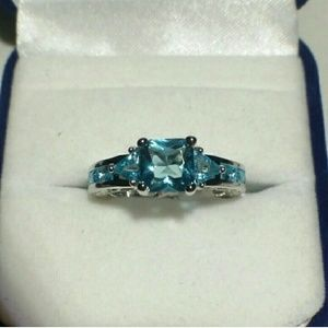 Jewelry - 10 kt White Gold Aquamarine Ring