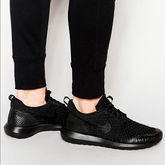 Nike Roshe One Flyknit SE Black + Black NWT