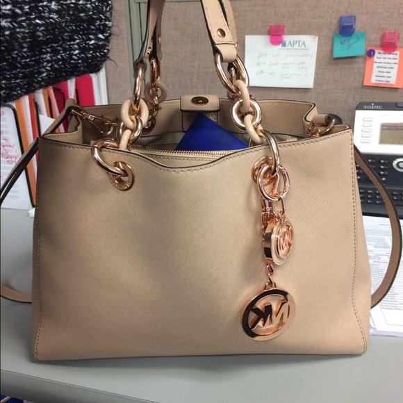 faf84b7ca65 Rose gold Michael kors handbag! M 56ec39064127d00f94005a22