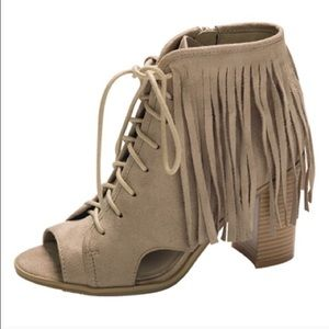Shoes - 🎉 Host Pick 🎉 Fringe open toe booties