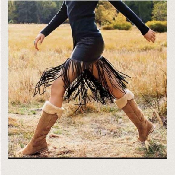 f14d68320aa GORGEOUS Ugg Australia Samantha Boots chestnut NWT