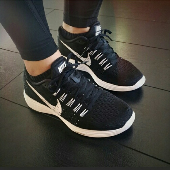 cheap for discount 28617 1ff52 NEW Nike Lunartempo black and white