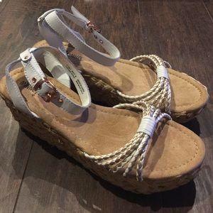 Minnetonka Shoes - 🎉Sale🎉 New Minnetonka Wedges