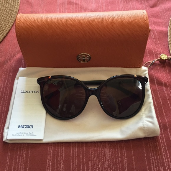69f56a89aae Authentic Tory Burch