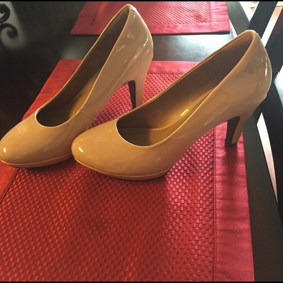 c4def9ac08c Brand new Clark nude heels brier dolly size 7