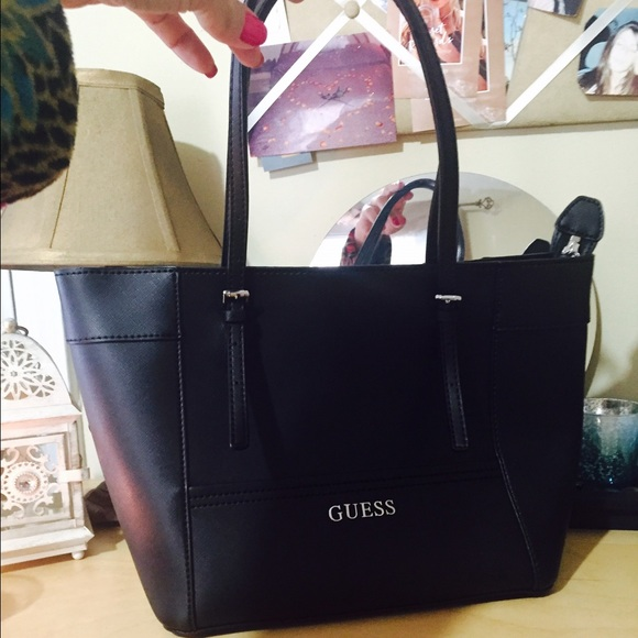 🌟NWT GUESS Large Black Tote🌟 Boutique