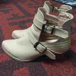 Forever 21 cut out ankle boots
