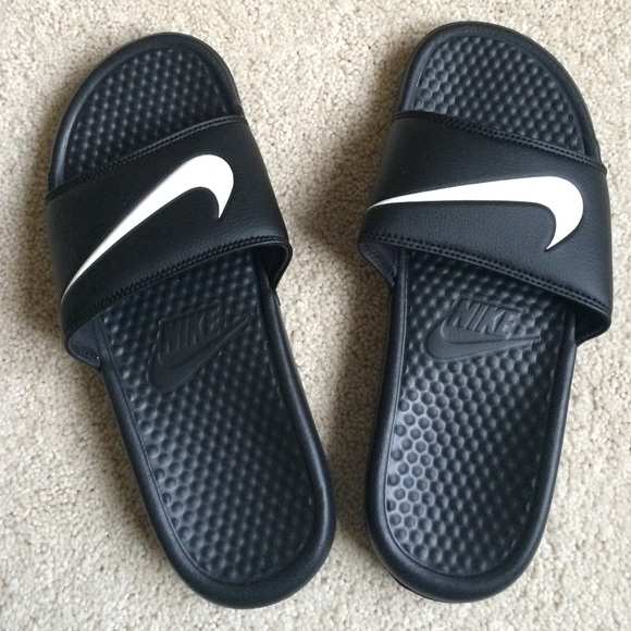 8d2b9d83f349 Nike Men s Benassi Swoosh shower sandals. M 56edd817713fde9426041815