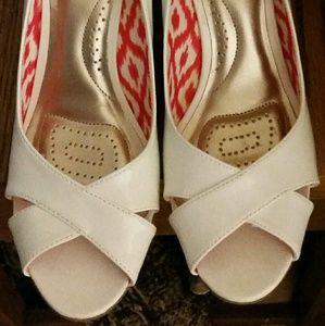 NWOT White Wedge Sandals