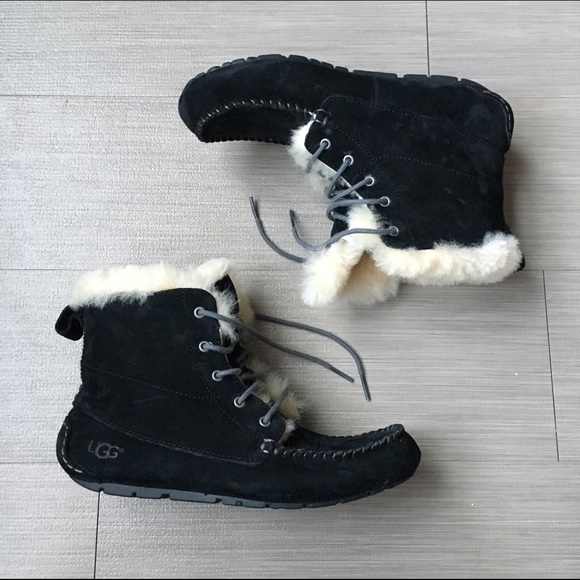 722a453316f Ugg Australia Chickaree black boots
