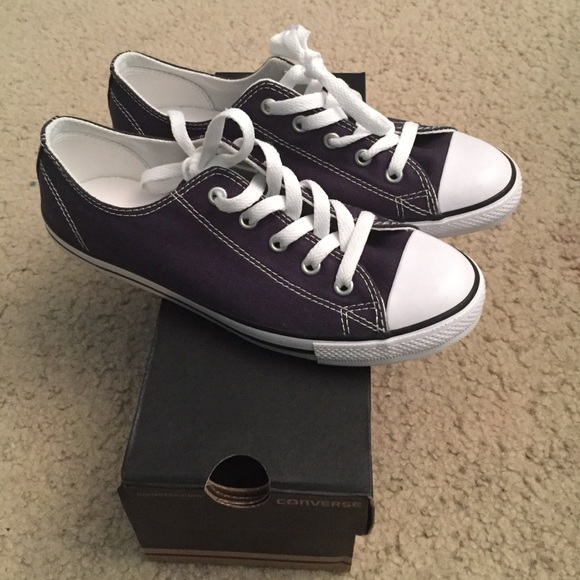 NEW Converse Dainty Ox Navy Blue Size 7 Women s 030aeb212