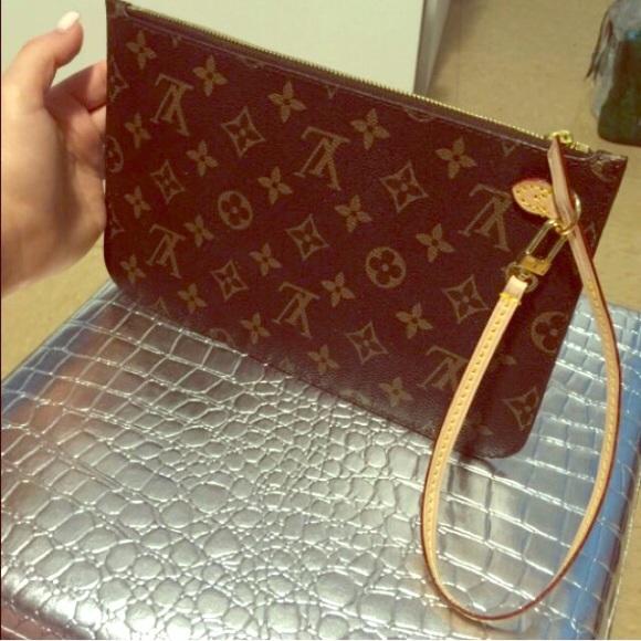 ea5f6ff60287 Louis Vuitton Handbags - Authentic! ❤ 👜Louis Vuitton Pochette Wristlet