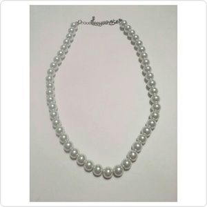 Jewelry - Pearl single stranded necklace