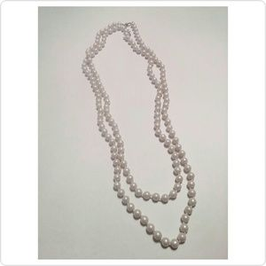Jewelry - Long faux pearl necklace