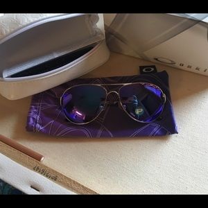 7ee929e5cd Oakley Accessories - OAKLEY caveat polarized- violet haze collection