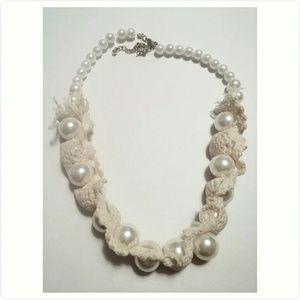 Jewelry - Unique pearl necklace.